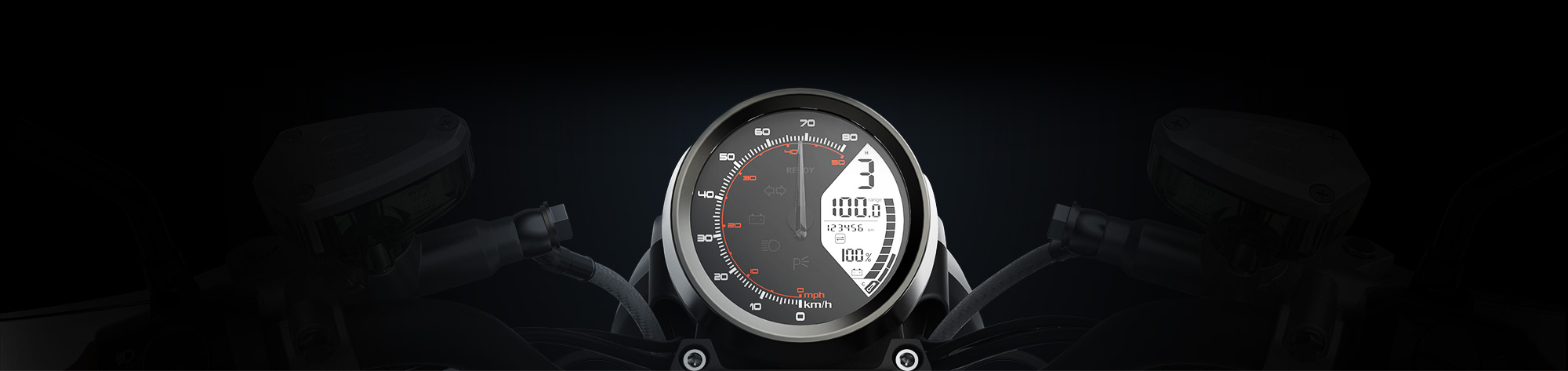 Tacho der Super Soco TC Elektromotorrad mit schwarzem Hintergrund