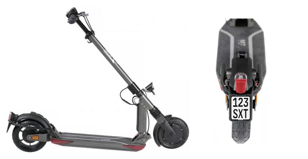 eScooter SXT Light+ V in schwarz im Parkmodus ein eScooter mit Versicherungskennzeichen von hinten