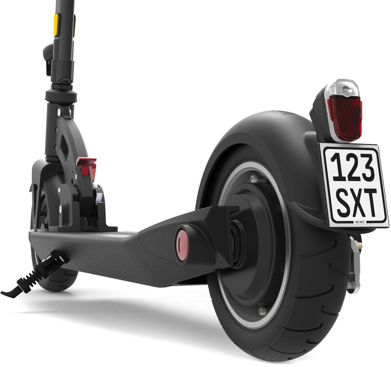 eScooter SXT Buddy schwarz von hinten mit Versicherungkennzeichen