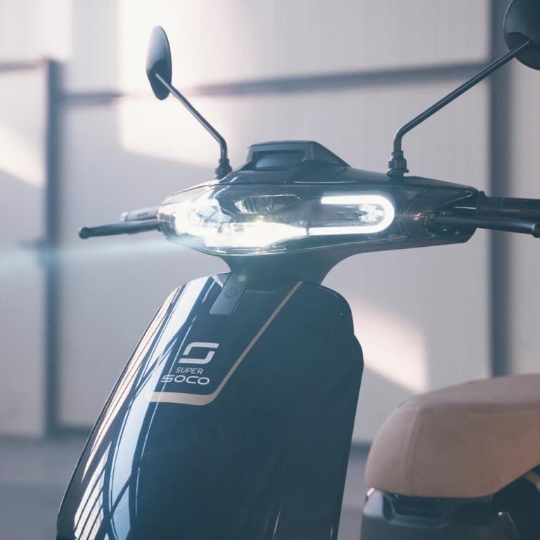 Super Soco CUX Beleuchtung von vorne Elektroroller