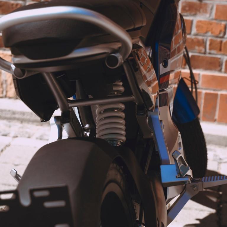 Super Soco TC Pro Limited Blue Edition Sitzbank und Federung