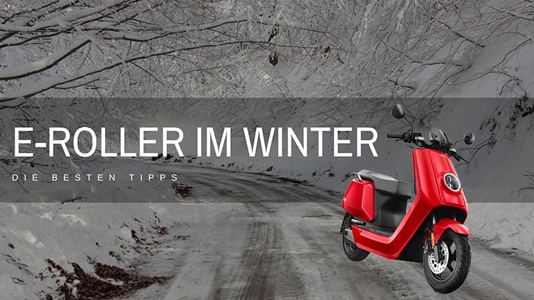 roter NIU Roller auf Winterstrasse