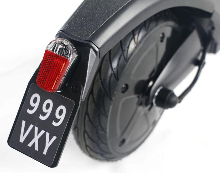 Elektro Scooter Lehe V3 Hinterrad Rücklicht und Versicherungskennzeichenhalterung